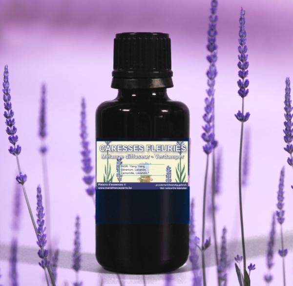 d'huiles essentielles : caresses fleuries